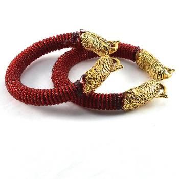 Striking stretchable bangles