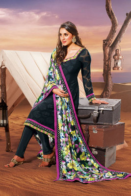 Beautiful Zari and Embroidered Salwar Kameez Made Of Crepe Fabric