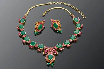 RUBY EMRALD STONE STUDDED NECKLACE SET