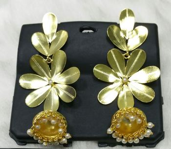 InTrend Beautiful Golden Flower earring