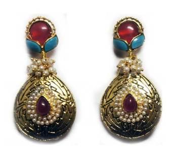 Elegantly beautiful pair of Earrings