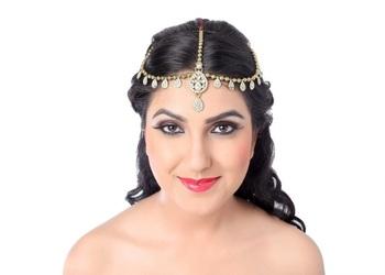 Ravishing Design Gold Finish White Stone Matha Patti
