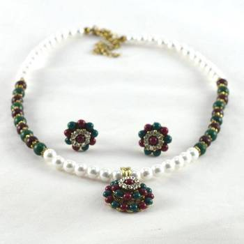 hm pearl necklace with earing