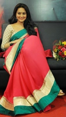 Sonakshi sinha in hot pink saree lootera promotion