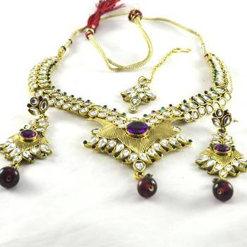 hm Marvellous gold platted necklace with earing with mang tika