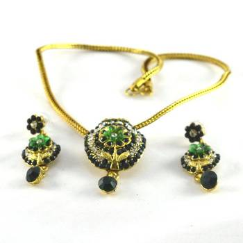hm Preety necklace with earing