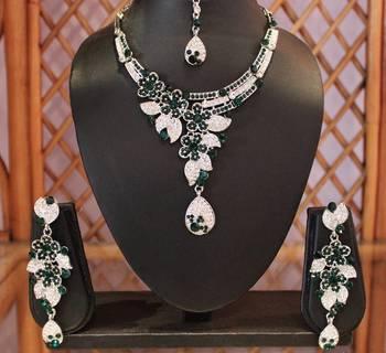 Green Silver Teardrop Necklace Set