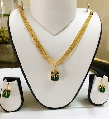 Gold and green Pendant set