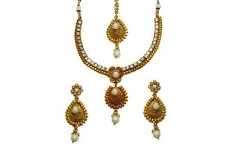 Flower Shape Delicate Traditional Necklace Set For Women
