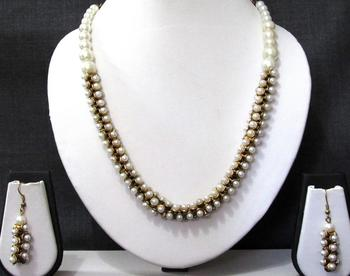 Nice white pearl Necklace set