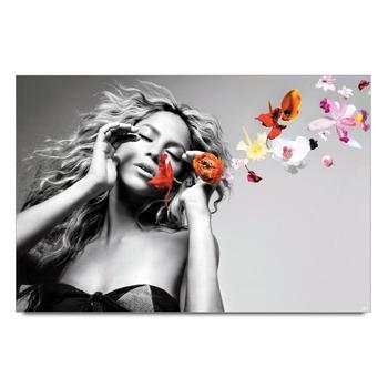 Shakira Looks Poster