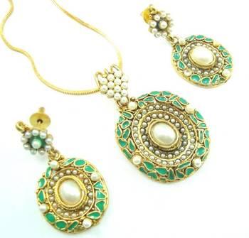 Green enamel work pearl gold tone party ware pendant earring set k67