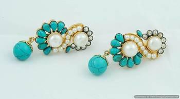 Stylized turquiose earring