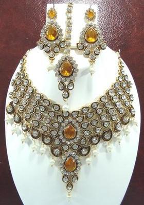 Dealtz Fashion V shape golden meenakari pearl choker set