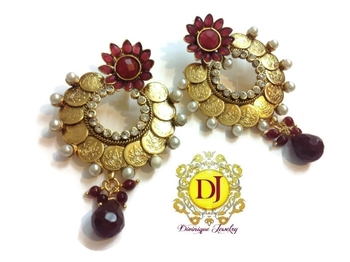 Maroon flower ginni round earrings