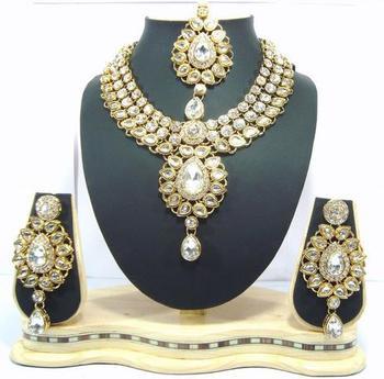 Dealtz Fashion clear white kundan set