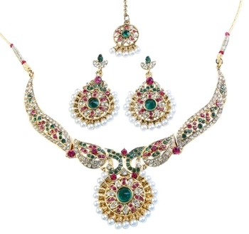 Dealtz Fashion Sparkling Necklace Set with Maang Tika