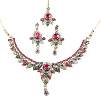 Dealtz Fashion Fine Necklace Set with Maang Tika