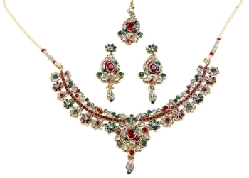 Dealtz Fashion Festive Necklace Set with Maang Tika