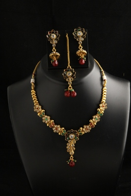 Flower designes multicolor necklace set with maang tikka