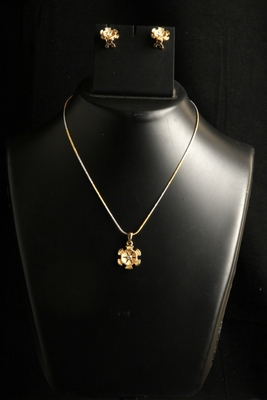 Light weight Small pendant set with golden chain