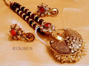 meena and pearl pendent set