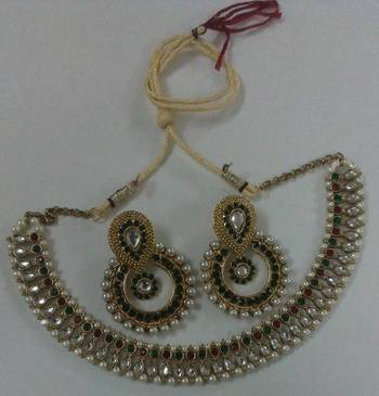 Traditional Necklace set with Designer Green colour Earings