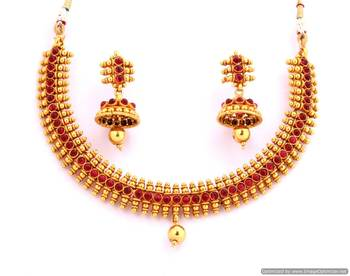 Fashionable Necklace Collection 7