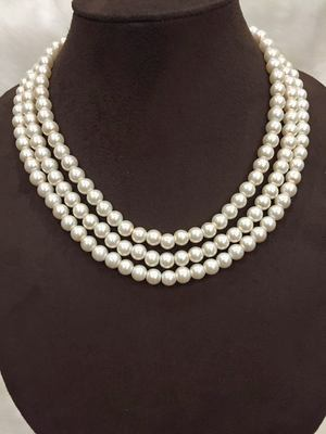 TRIPLE LAYERED PEARLS NECKLACE