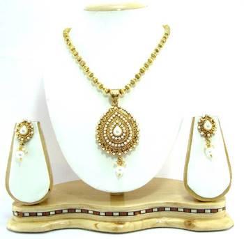 Faux pearl gold tone necklace set r6