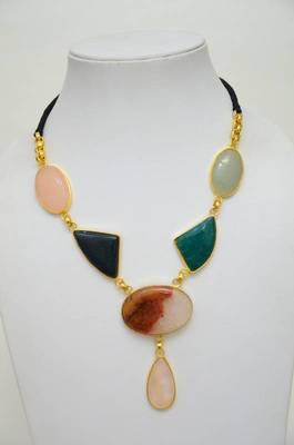 Single String Necklace:Stone and Metallic Neckpiece