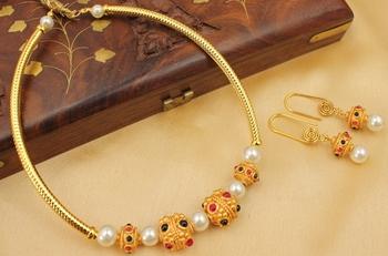 Lovely Handmade Designer Small Necklace Set