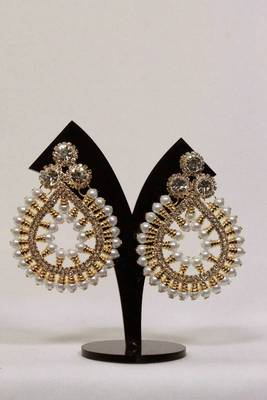 Light Weigth Pearl Studded Earrings in Golden Color
