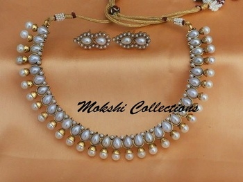 Gorgeous White Pearl Necklace Set