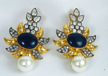 Flower shape earring -black
