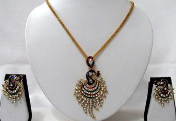 Beautiful Peacock Pendant Chain Necklace Set