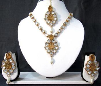 White Drop Yellow Stone Necklace Set