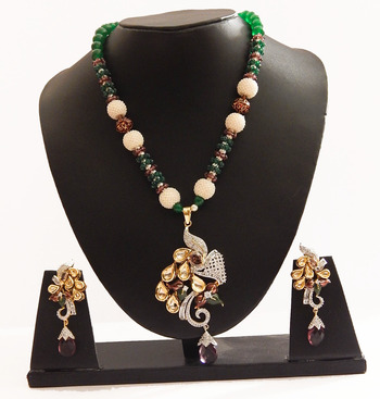 Floral necklace with kundan