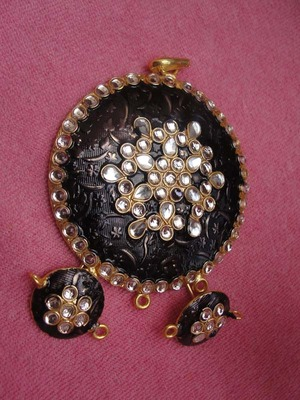 Black enamel Pendent with kundan work on that