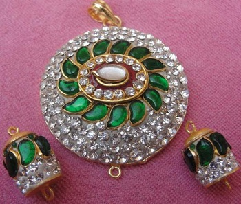 Diamond look ttakkar work pendent with earrings