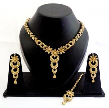Designer partywear delicate necklace set with maang tikka