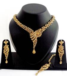 Designer partywear delicate necklace set with maang tikka