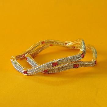 Pretty women bracelet Bangles