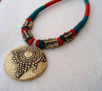 red green tribal pendant choker