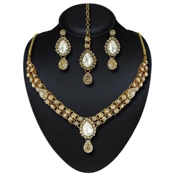 Gracefull Design Gold Finishing Necklace Set With Maang Tikka