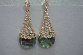 American Diamond Stone Earrings - green stone. A valentine day special from MuHeNeRa. 5731gra