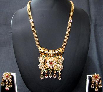 Golden pearl flower pendant necklace set