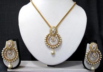 Golden white drop stone pendant chain necklace set