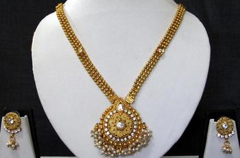 Golden chain round pendant stone ghungaru necklace set