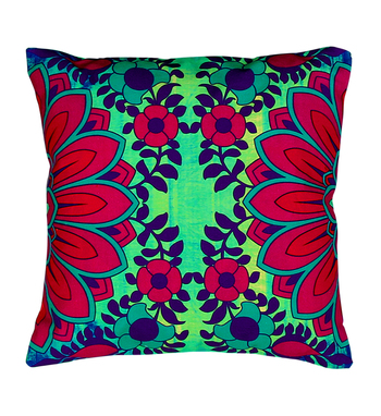 Blooming flower motif cushion cover